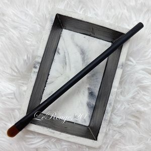 Nars 49 wet dry eyeshadow brush